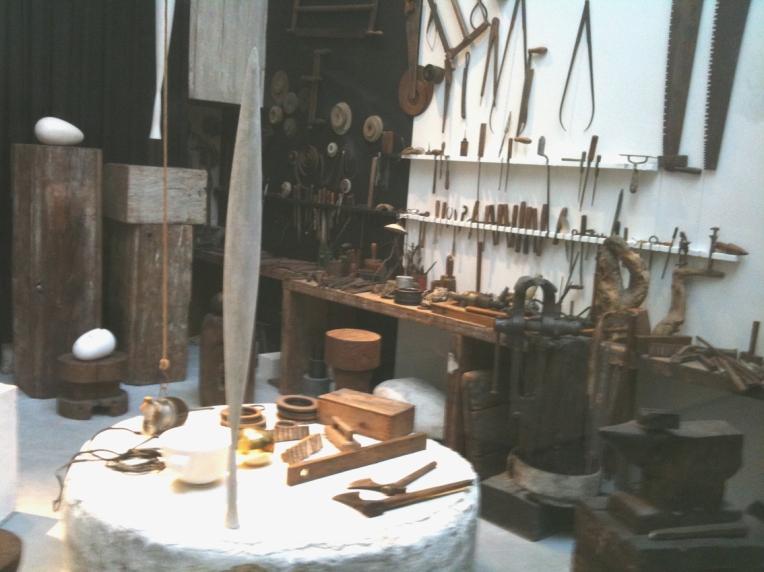 atelier-Brancusi-outils1